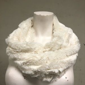 Ivory Faux Fur pull over scarf Snood